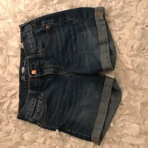 Tight fitted blue jean shorts.